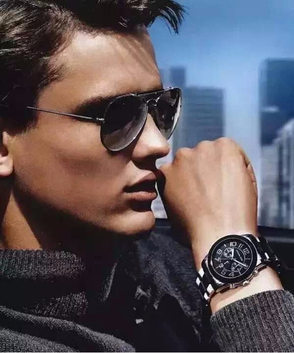 涨知识:男人为什么要把手表戴左手上?戴错了就太丢脸了