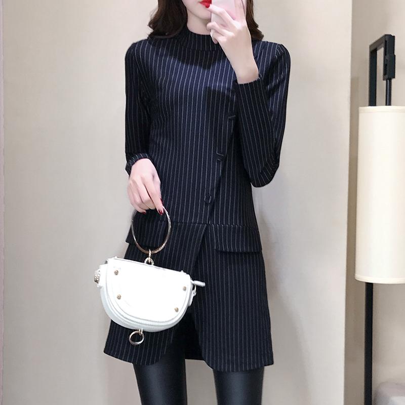 立秋后,女人尽量少穿裙子,打底衫+皮裤,时髦又洋气,美爆了