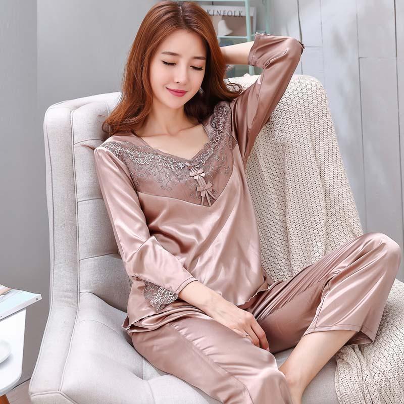 气质女人居家也要保持你的美,如此睡衣早秋穿着,亲肤感受舒适