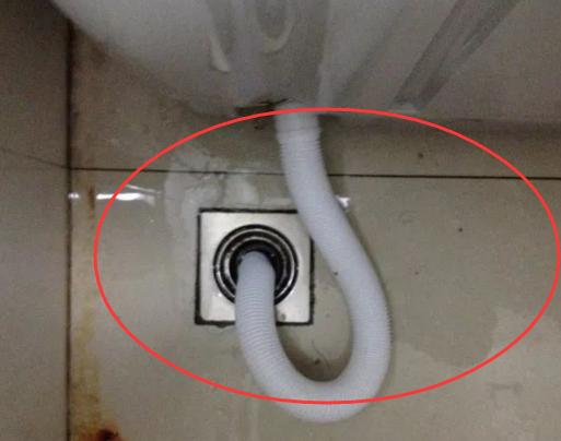 洗衣机排水管直接插地漏?怪不得漏水!看正确布置,现在学不晚