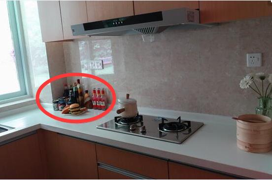 多数人厨房放一堆瓶瓶罐罐,太傻了!看聪明女人收纳,开眼界了