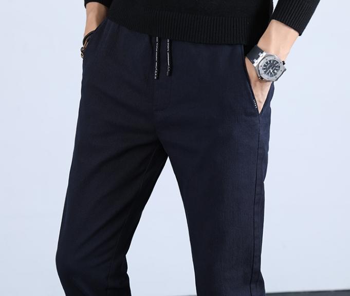不得不说,又勒又紧牛仔裤太土太落伍,新式宽松休闲裤,穿上特爽