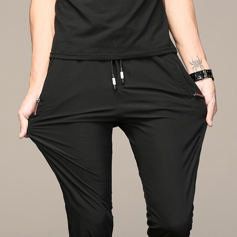 """新发现一种男裤:""""散步裤"""",不沾灰不褶皱,上身连背影都帅爆了"""