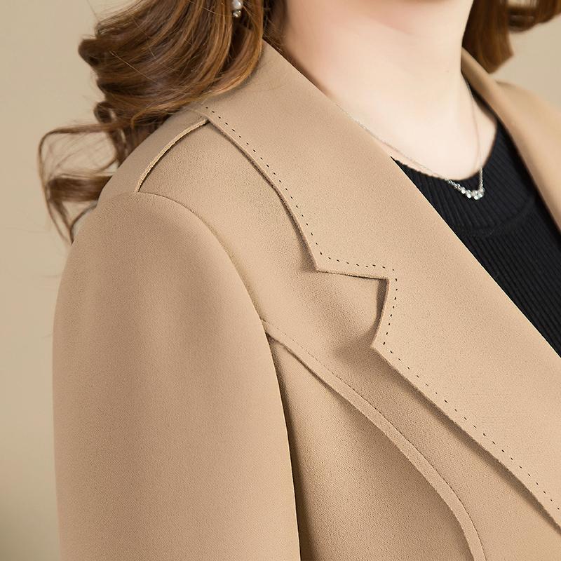 聪明女人秋天都不再买裙,早秋流行这样穿外套,洋气时髦又保暖