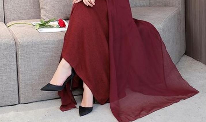 """小姨穿了这""""胭脂红""""秋裙真美!一天比一天漂亮,天天惊艳迷人"""