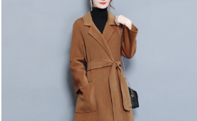 """不管有钱没钱,女人必备""""双面外套"""",穿上特别舒服减龄,美呆了"""
