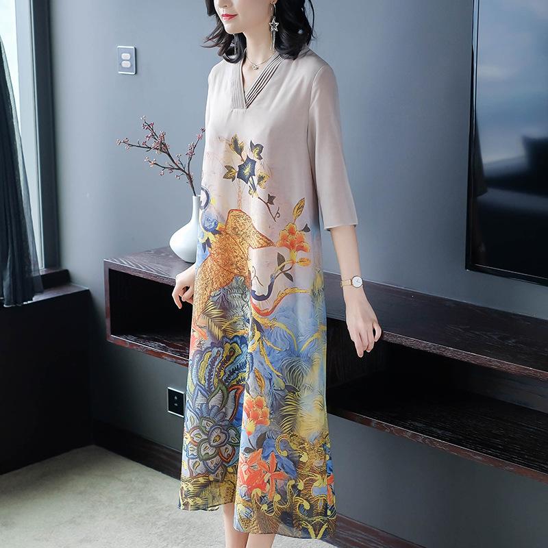 一大波秋裙上市,不用搭配就很美,时尚迷人,还是藏肉好帮手