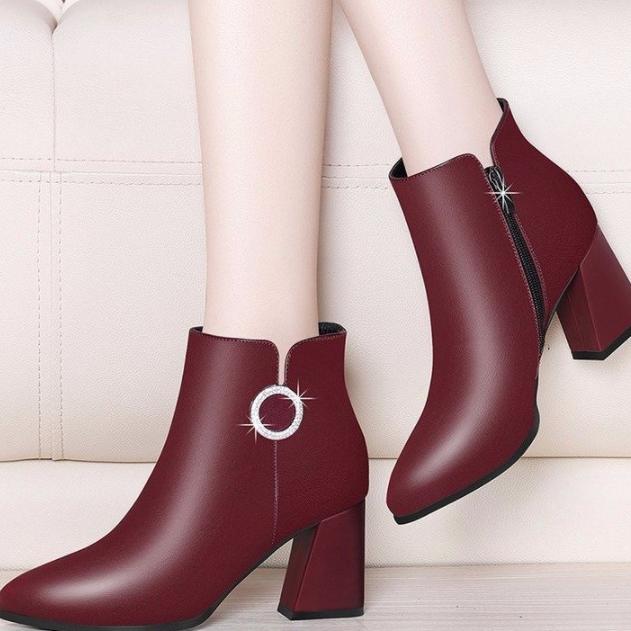 新款韩版靴子女短靴粗跟马丁靴百搭圆扣女鞋优惠券