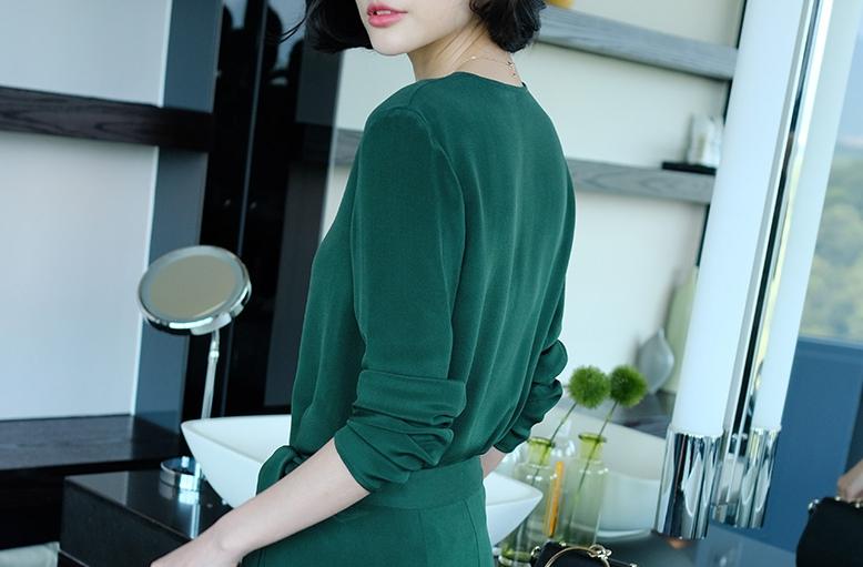 女人一旦过了35岁,少穿蕾丝裙,学学下面女人这样穿,洋气到飞