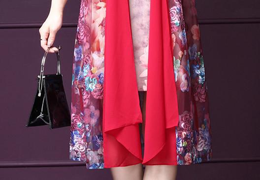 我滴天!新出炉的连衣裙,50岁妈妈看一眼买3条,穿上美的惹眼