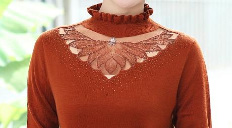 四五十岁女人的小心机:都在买这新款毛衣,搭小脚裤,美嫩不像话