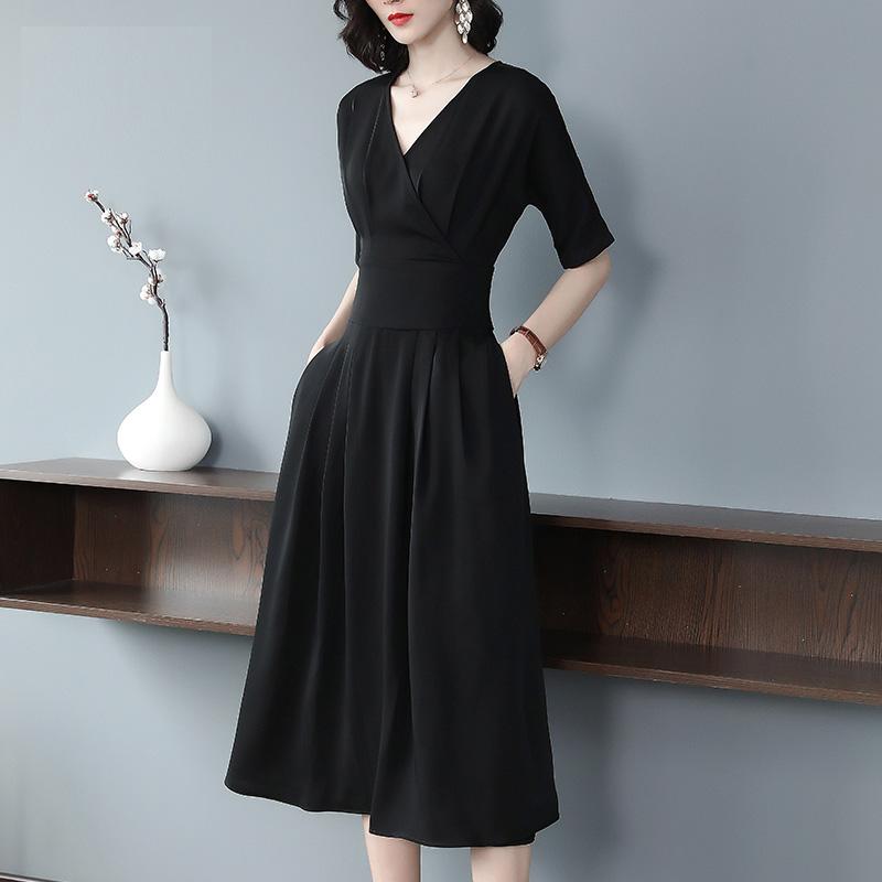 初秋新款连衣裙,显瘦巨显嫩,搭配高跟鞋,美到窒息~