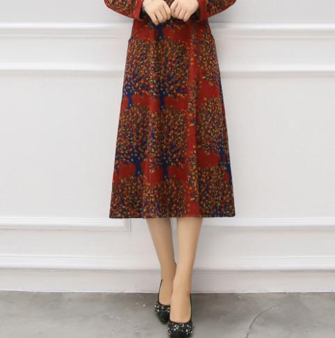 今秋这一波朱雀红裙,竟比旗袍高贵,60后穿,个个美似出水芙蓉