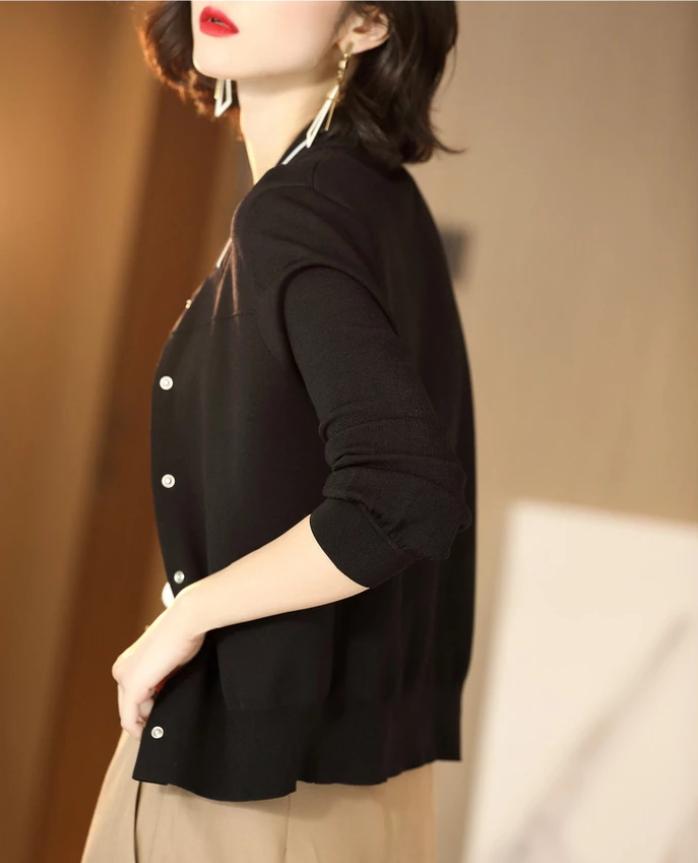 45岁女人别总穿过时秋装,当下主流穿减龄衫,洋气时髦又美嫩