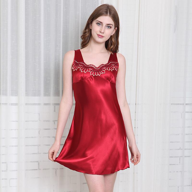 女人都喜欢的高贵典雅睡衣,穿着舒适顺滑,质感十足,特洋气