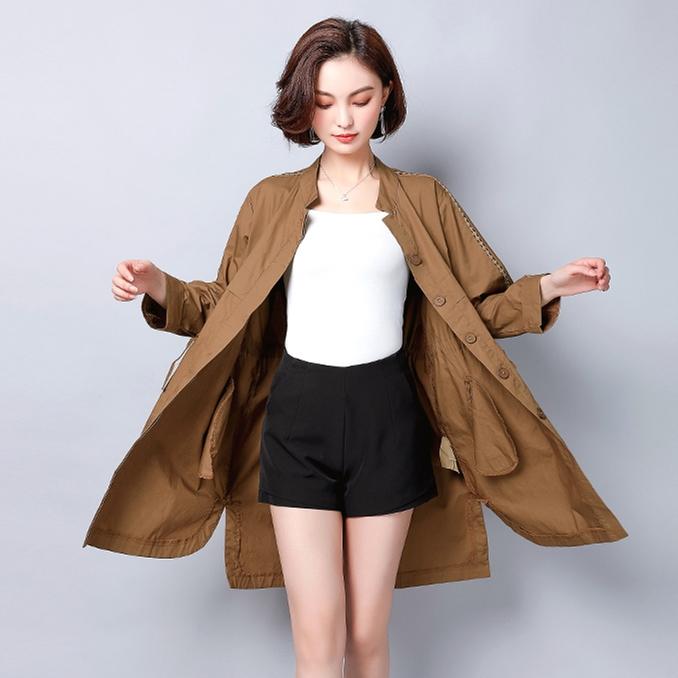 """初秋上班穿这""""薄风衣"""",时尚保暖又有型,连背影都美翻了"""