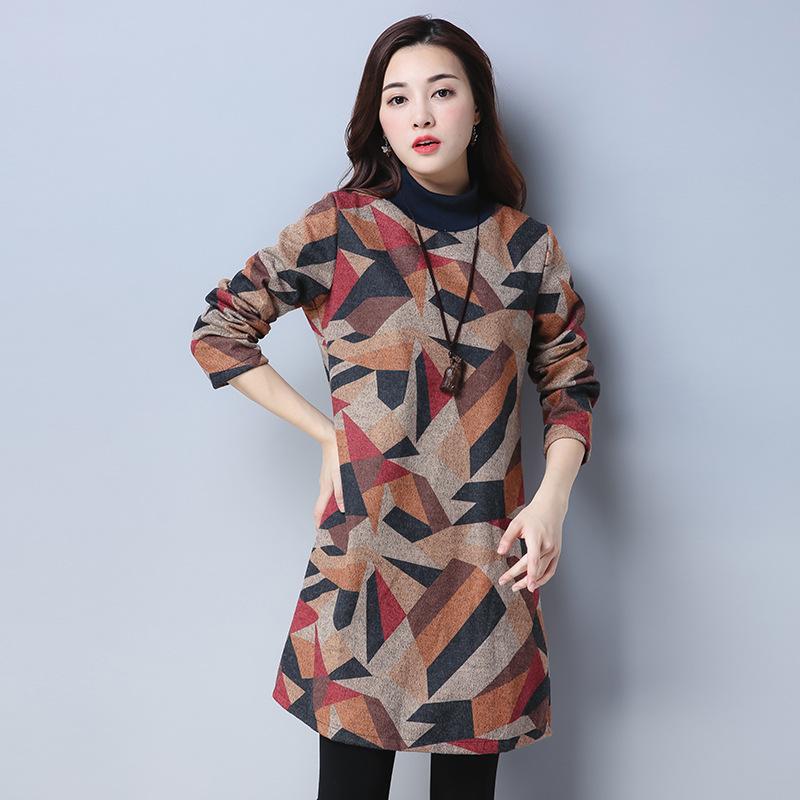 """有一种女装:叫""""棉夹裙"""",搭配一条围巾,深秋穿时髦洋气又保暖"""
