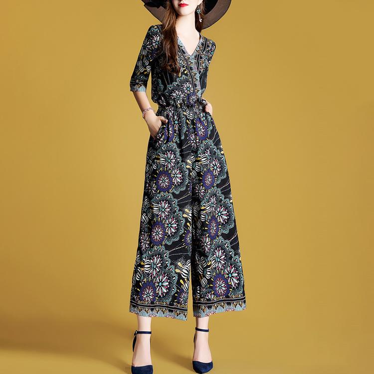 女人别老穿裙子,没新意!看看下图女人怎么穿,美的气质与众不同