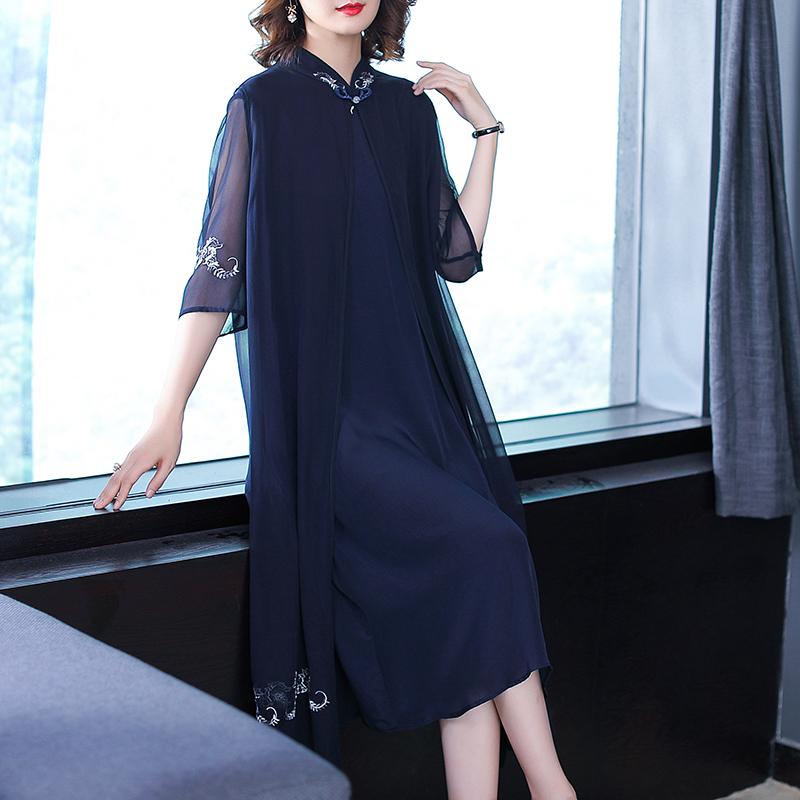 末伏天,别穿黑裤子!新上市真丝裙,52岁妈妈穿,减龄不止20