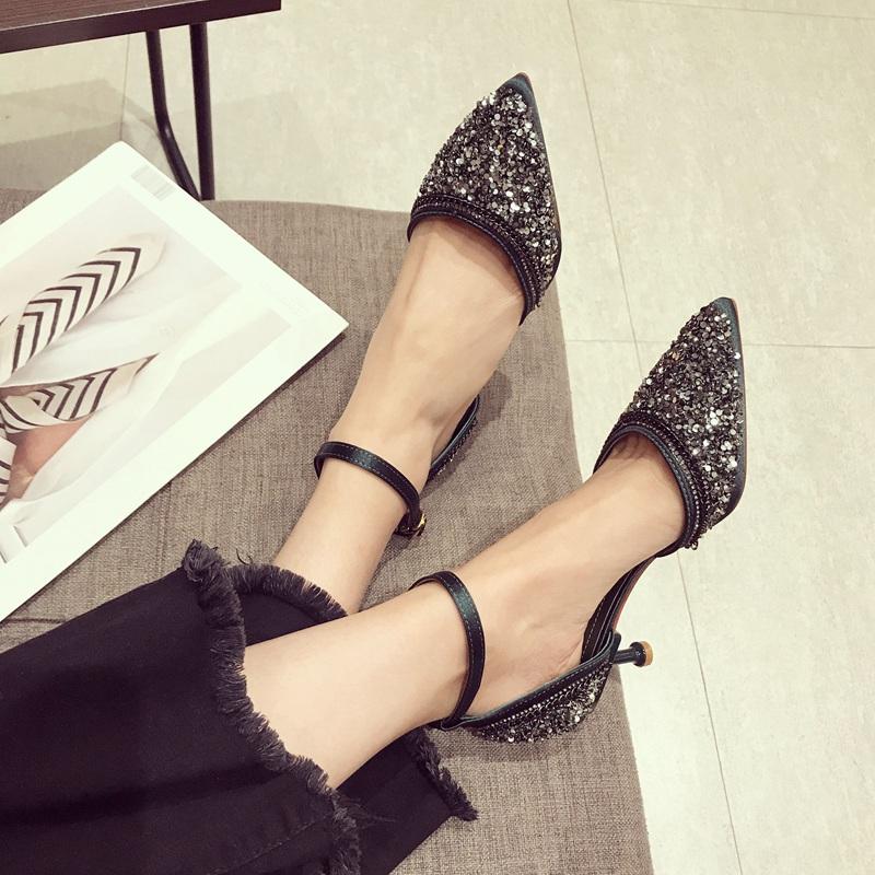 """难怪媳妇不穿白色板鞋了,韩式""""猫跟鞋"""",穿上即漂亮还舒适"""