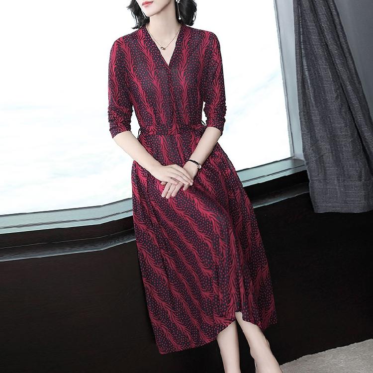 女人就要穿高档连衣裙,气质柔美有女人味,简单素雅超减龄