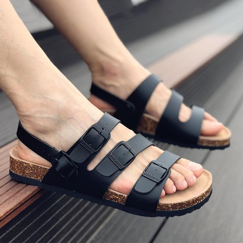 夏天男生就别再穿板鞋了,经典时尚的凉拖,也很时尚哦