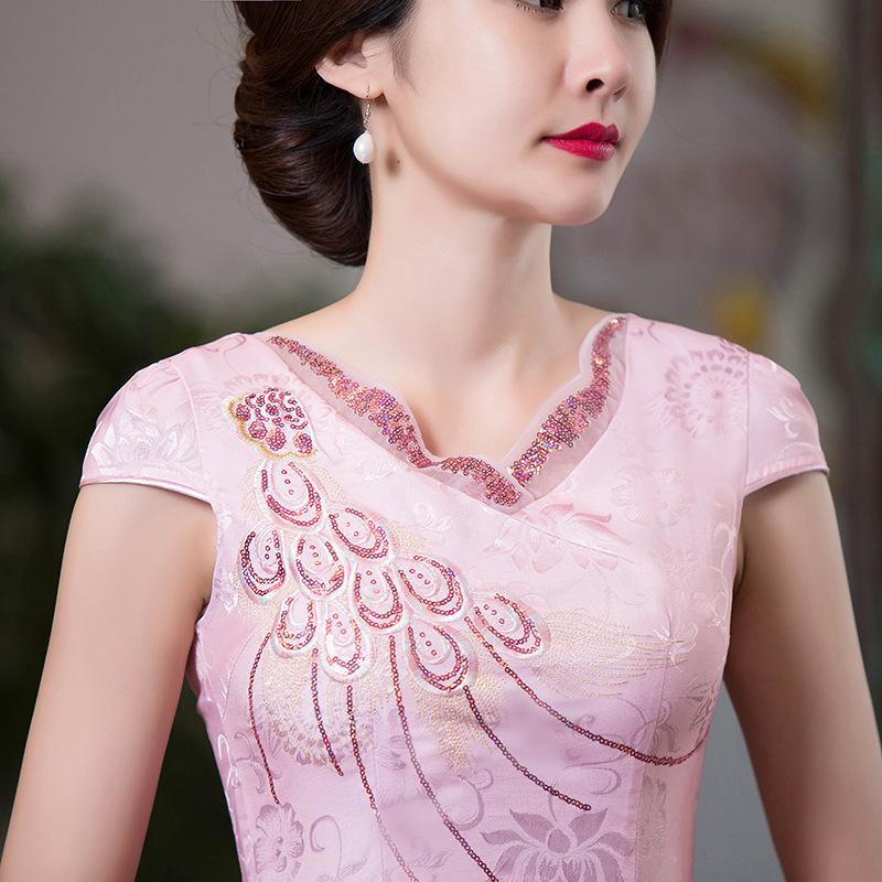 女人别等老了再打扮,瞧瞧下面这款旗袍,上街赚足回头率