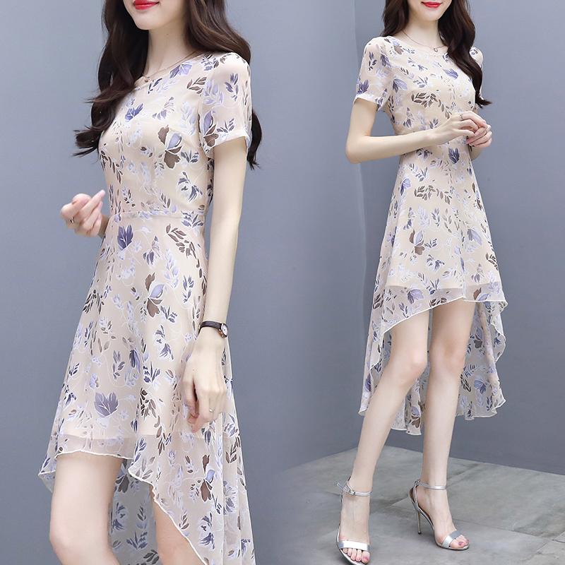 人靠衣装!到中年女人穿衣更要有范,这15款连衣裙,一步到位